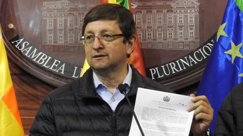 """Solicitan informe sobre  la reunión """"irregular"""" de Evo Morales con proveedores"""