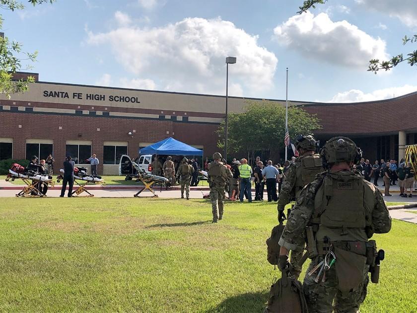 Un tiroteo en escuela de EE.UU. causa diez personas fallecidas