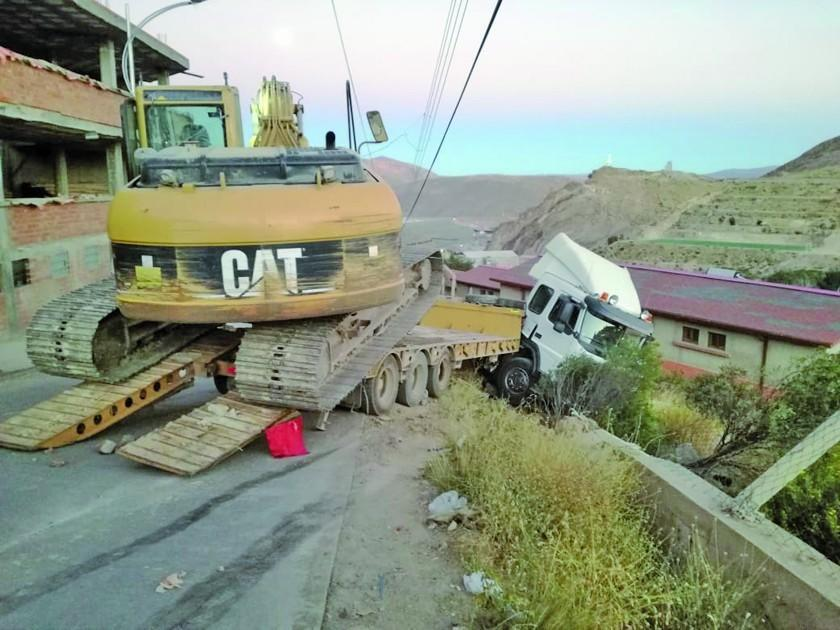 Camión de alto tonelaje se desliza por una pendiente empinada