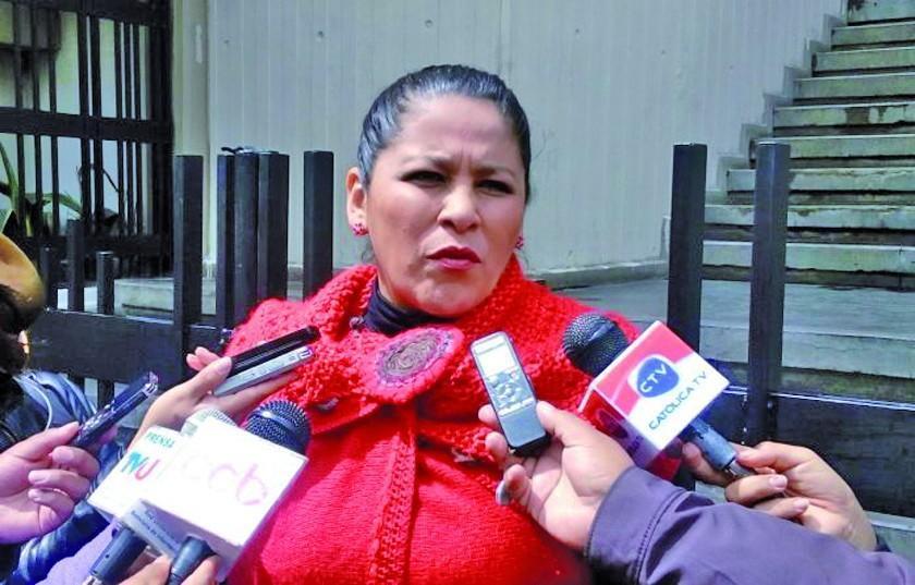 Fiscalía imputa a expresidenta de ABC por corrupción en contratos