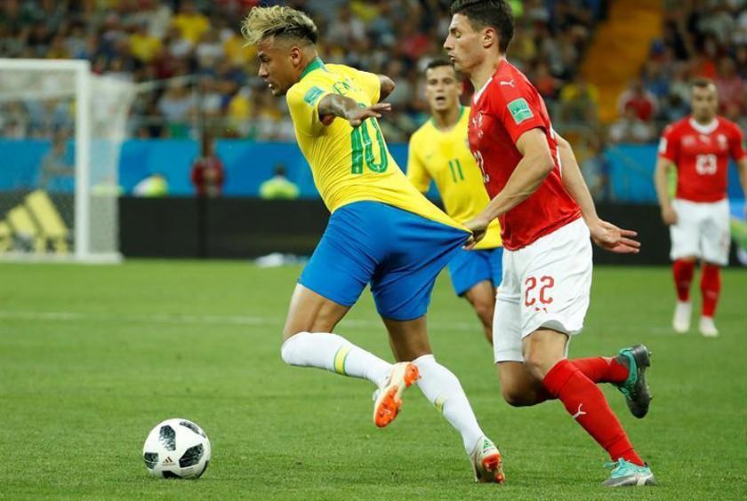 Brasil empata ante Suiza en su debut