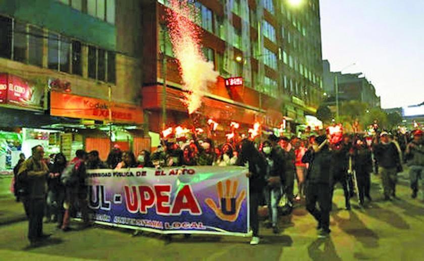 La Paz: 26 instituciones de salud van al paro y la UPEA marcha