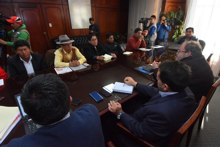 Gobierno y UPEA retornan a la mesa del diálogo hoy