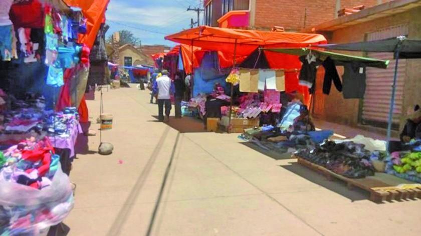 Paceñas venden por docena en una feria de Cantumarca