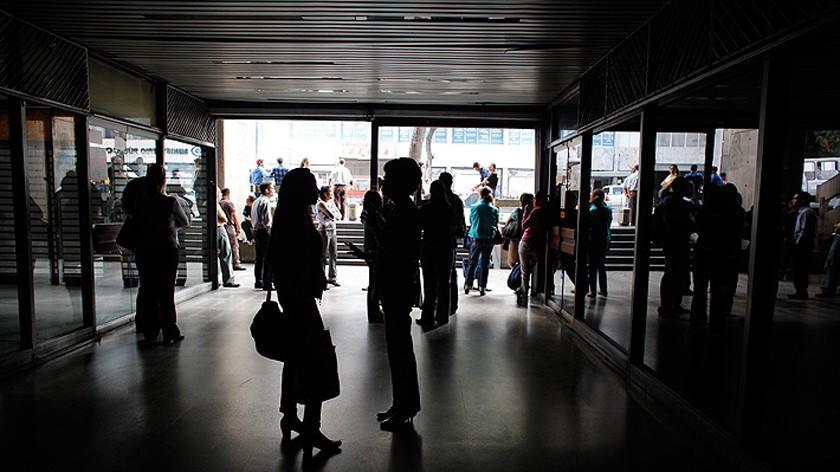 """Achacan a """"corte de cables"""" el fallo de electricidad en Caracas"""