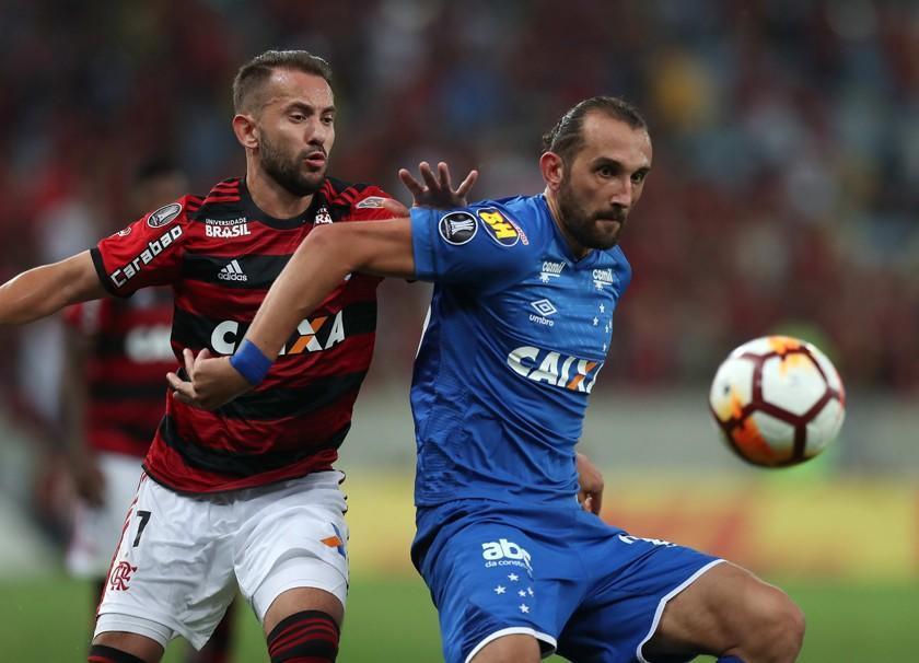 Cruzeiro gana y toma la delantera ante Flamengo