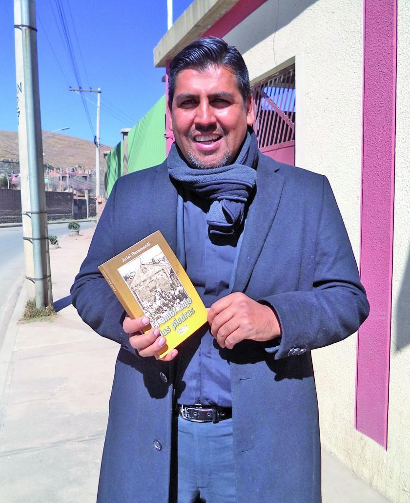 Ariel Beramendi presenta novela basado en Pulacayo