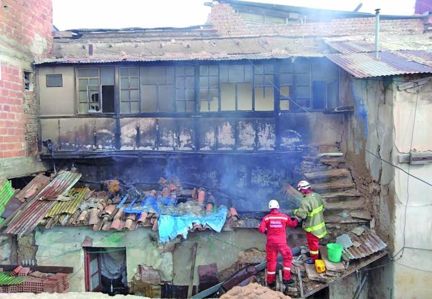 Un aparente cortocircuito incendia una casa colonial