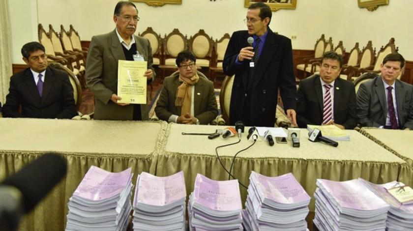 Comisión de la Verdad recibe documentos del juicio a Luis García Meza