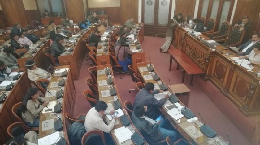 Primarias: la ley ignora el artículo 168 de la CPE para los candidatos