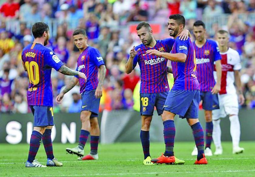 Barcelona golea a Huesca y se adueña del liderato