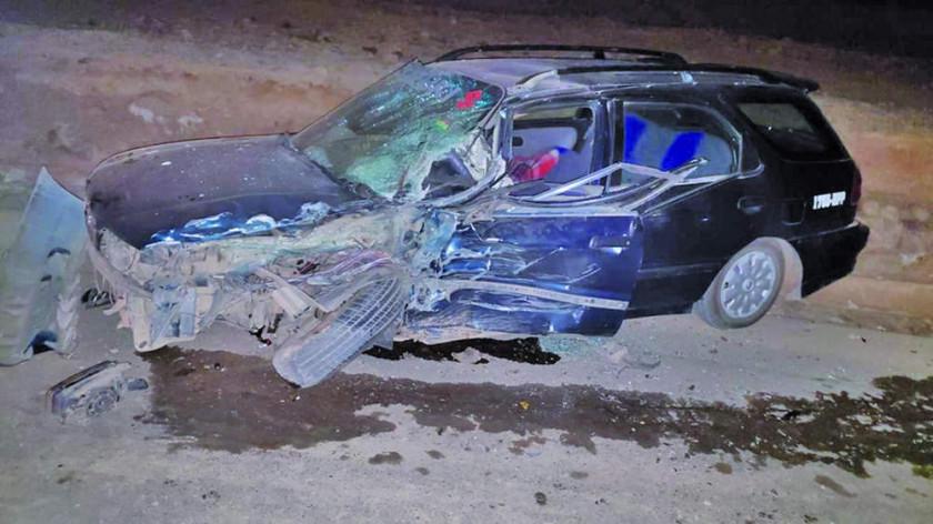Pestañeo provoca colisión frontal contra un auto y hay personas heridas