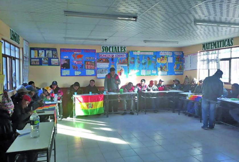 Pobladores de Macha suspenden bloqueo tras la firma de acuerdo