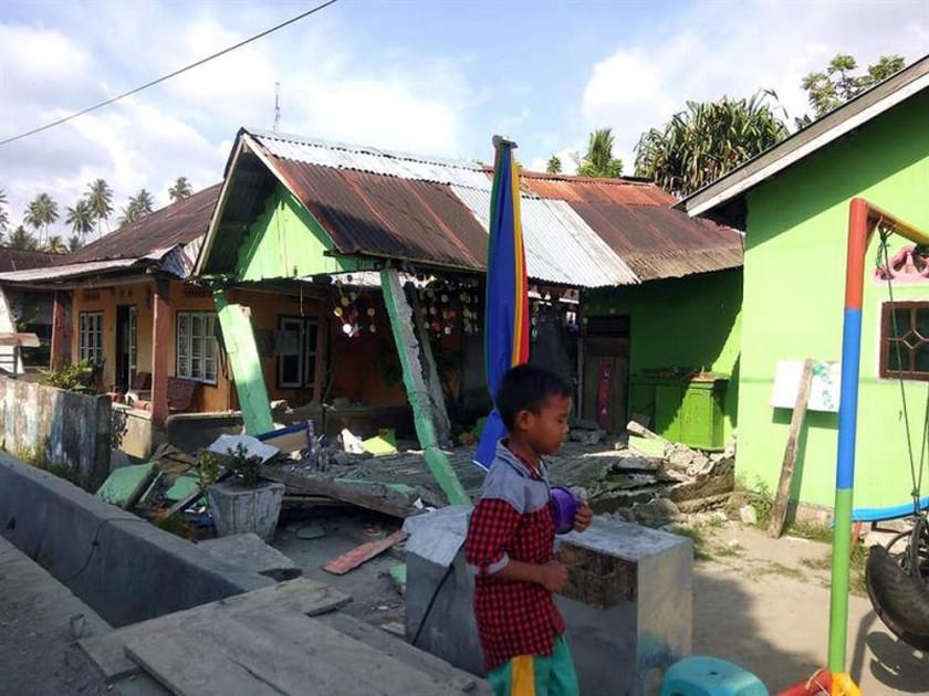 Un Tsunami y un sismo dejan varios fallecidos en Indonesia