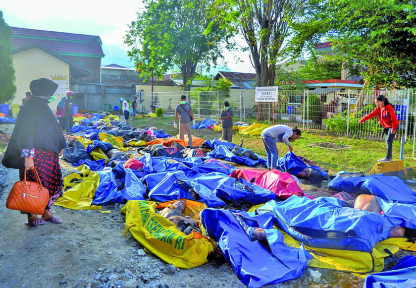 Se eleva a 832 los muertos por tsunami y sismo en Indonesia