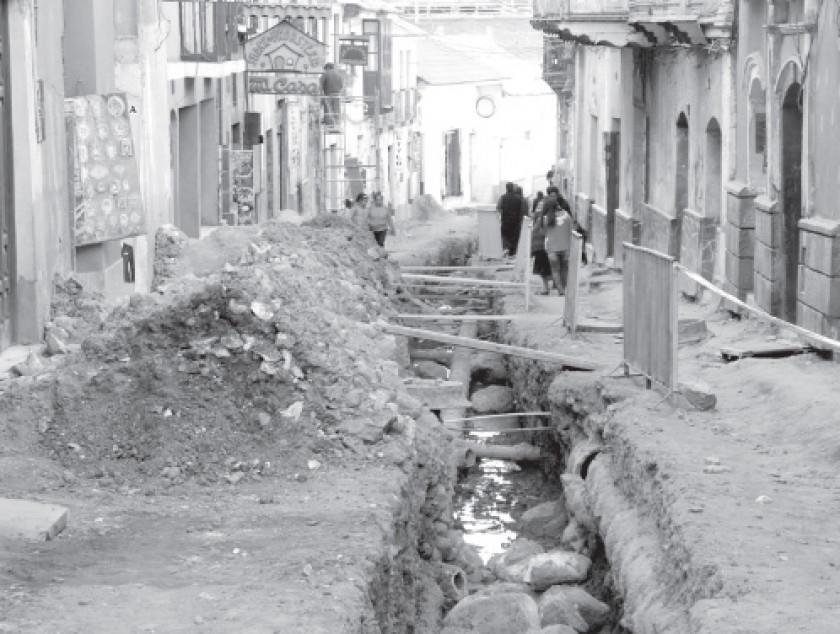 Trabajos en la calle Bustillo demoran más de lo debido