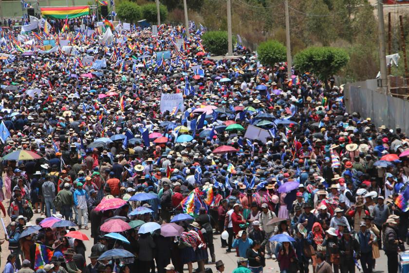 Oficialismo y oposición se movilizan en el Día de la Democracia