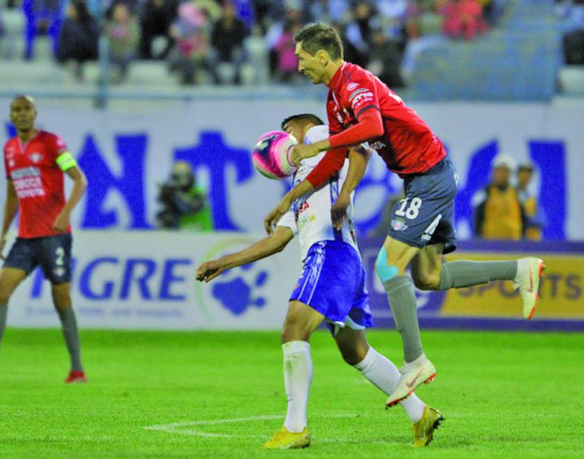 San José gana y acecha al Tigre