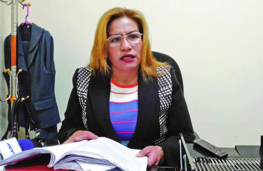 Suspenden a galena por bajas médicas ilegales para Pacajes