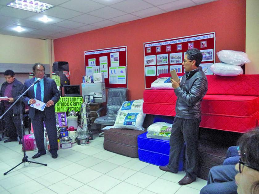 Entregan mobiliario y equipos para el área de desnutrición