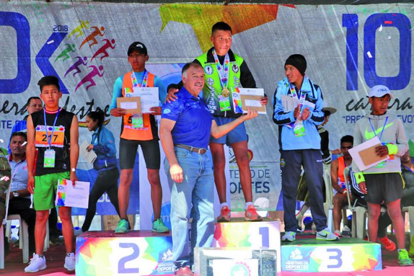 Potosinos suben al podio en la carrera pedestre 10k