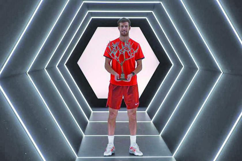 Khachanov detiene a Djokovic en París