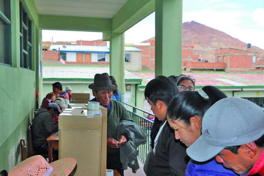 Mesa y Morales tienen una mayor aceptación en la ciudad de Potosí