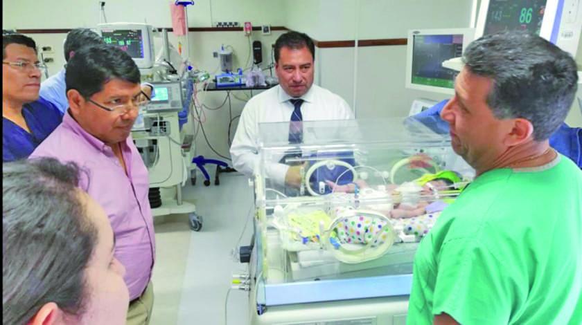 Gobierno pagará gastos médicos de la bebé con el corazón expuesto