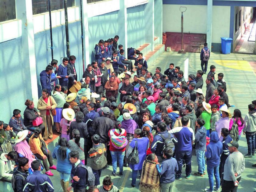 Hoy sortean plazas en escuelas en medio de los reclamos de padres