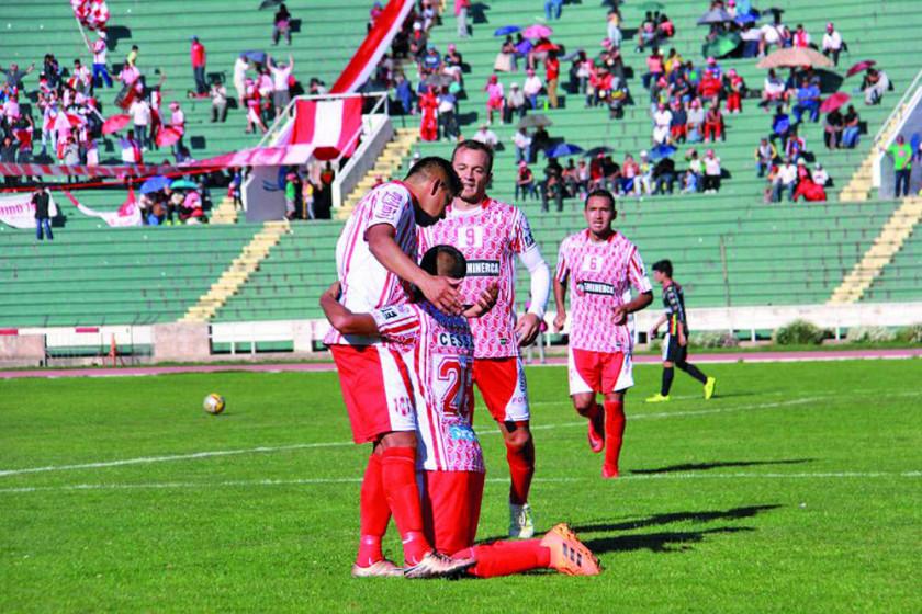Independiente ensaya los remates directos al arco