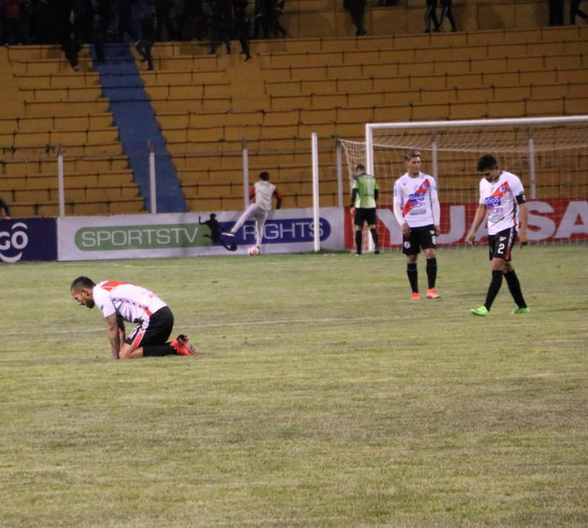Nacional cede terreno por ir a la Sudamericana