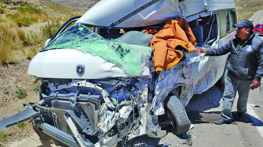 Choque vial provoca muerte y hay dos extranjeros heridos