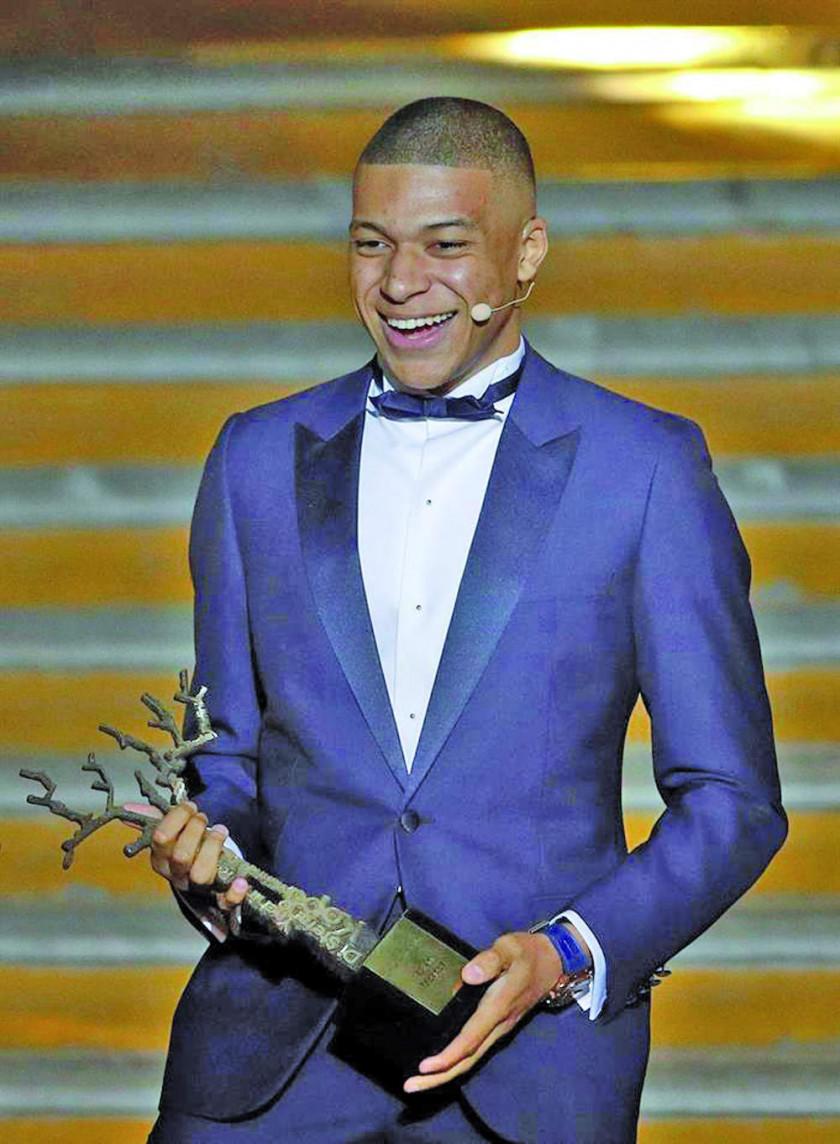 Mbappé es elegido el mejor jugador joven del año