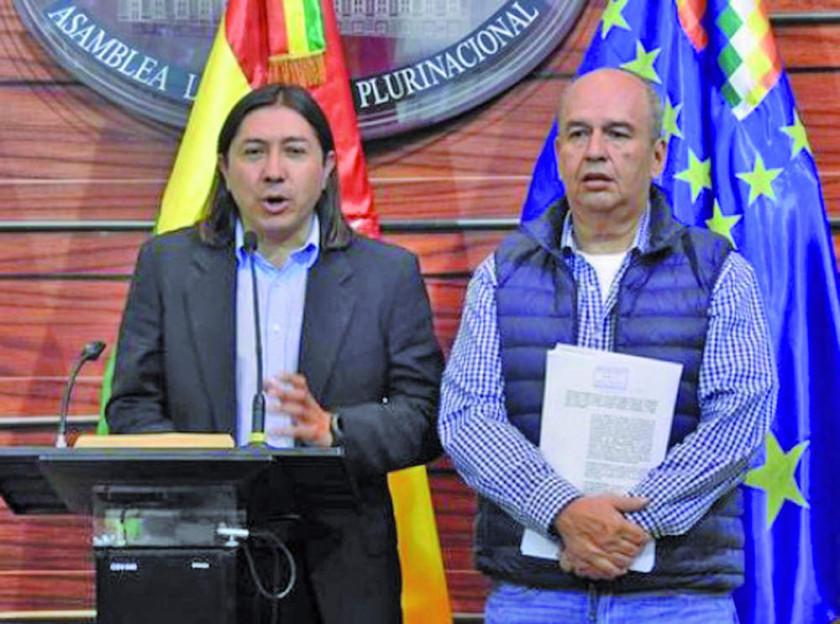 Un infiltrado por UD en el MAS impugna al binomio Evo-Álvaro