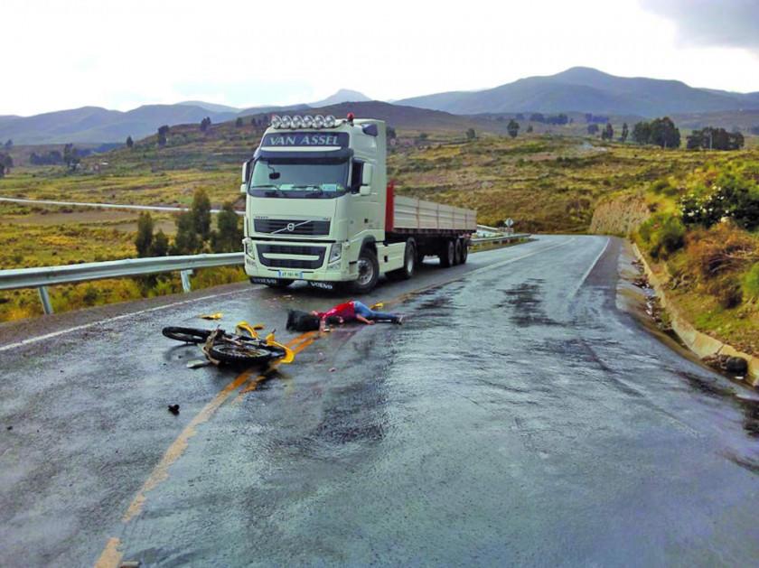 Joven muere en choque  de un tráiler y una moto en la vía Chaquí-Puna
