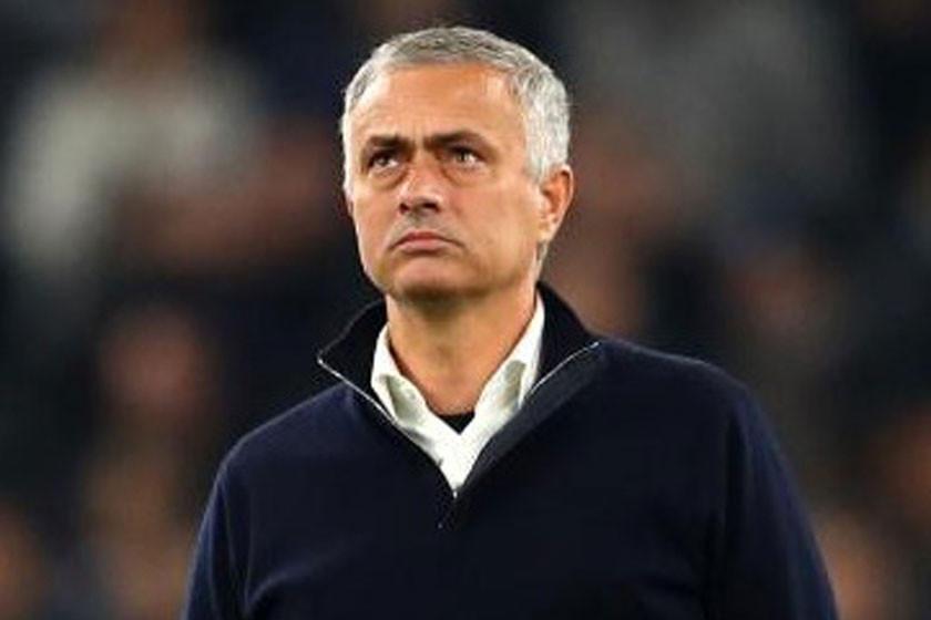 Manchester United deja fuera a Mourinho