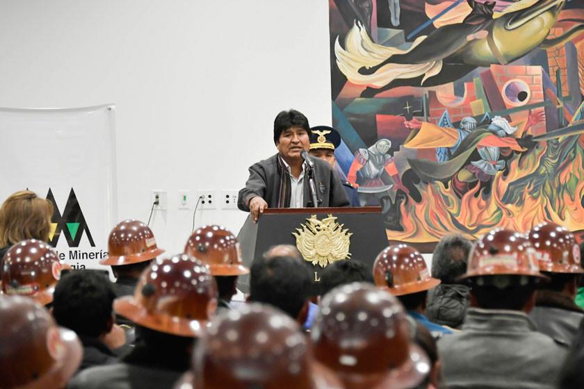 Morales denuncia que sectores mineros se oponen a refundar la Comibol
