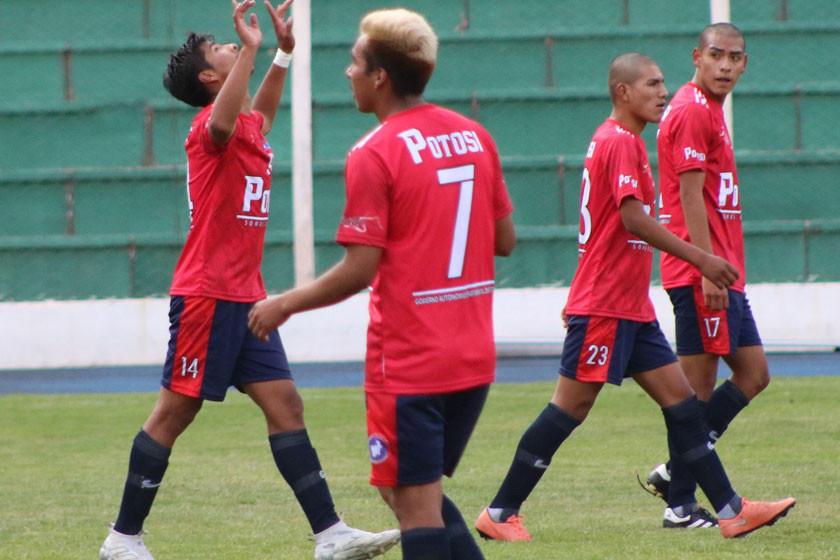 """Potosí iguala en el """"Jesús Bermúdez"""" y cede terreno en la Copa Bolivia"""