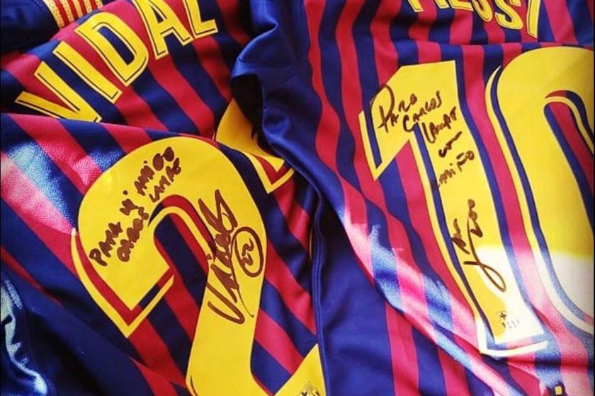 Lampe recibió regalos de Messi y Vidal