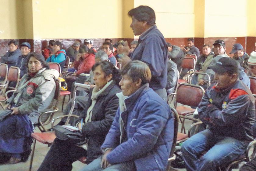 Trabajadores definen marchar contra decreto del segundo aguinaldo