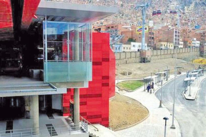 La Paz: se desploma una obra en construcción en el teleférico