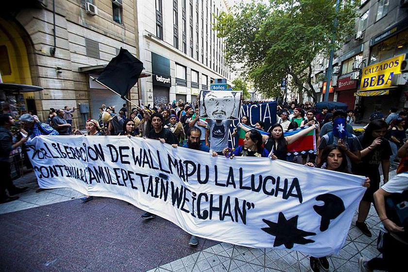 Aún protestan en el sur de Chile por muerte de indígena mapuche