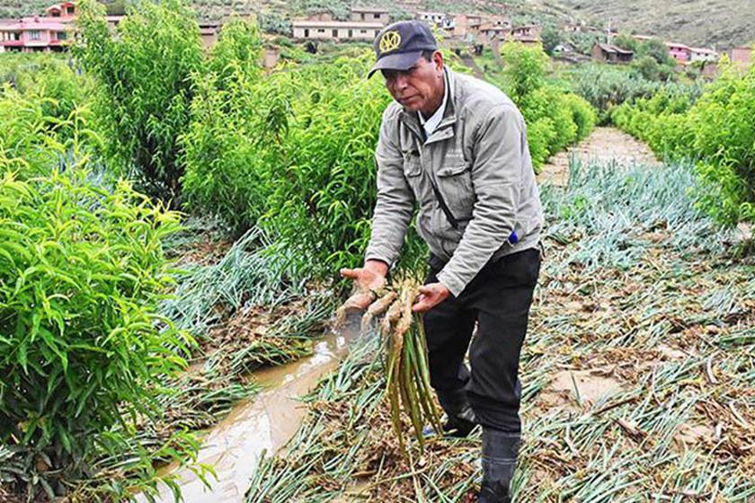 Reponen camino afectado por el agua en Maragua