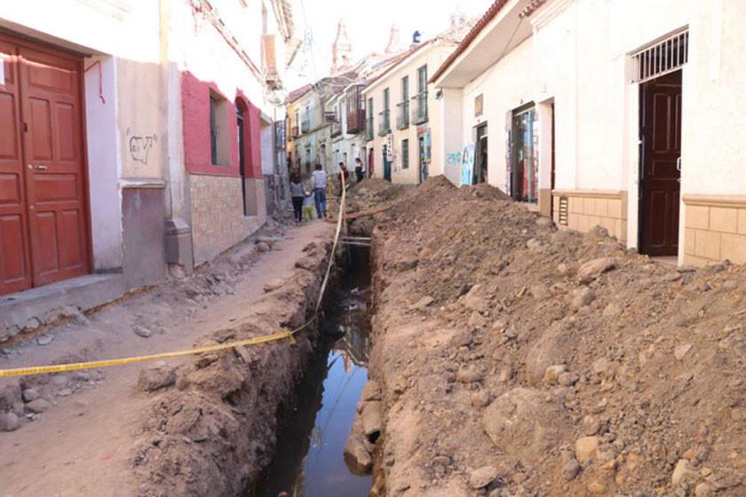 Construyen embovedados para encauzar las aguas