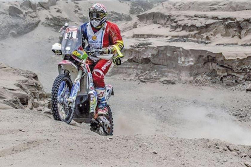 El chaqueño Fabricio Fuentes acelera a fondo  y recupera terreno en la categoría motos