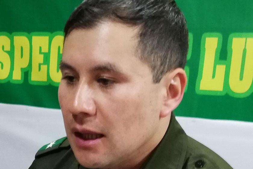 Borrachos son detenidos por golpear a policías