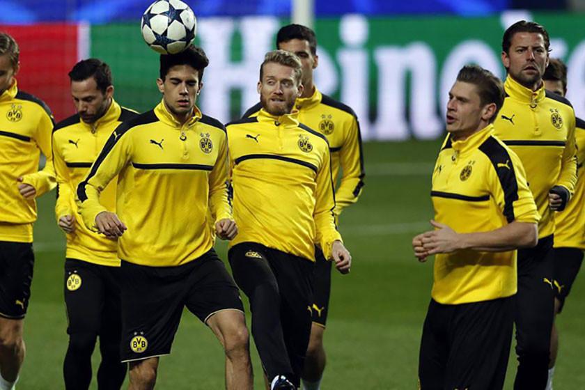 Dortmund y Bayern se enfrentan a rivales coleros de la tabla de posiciones