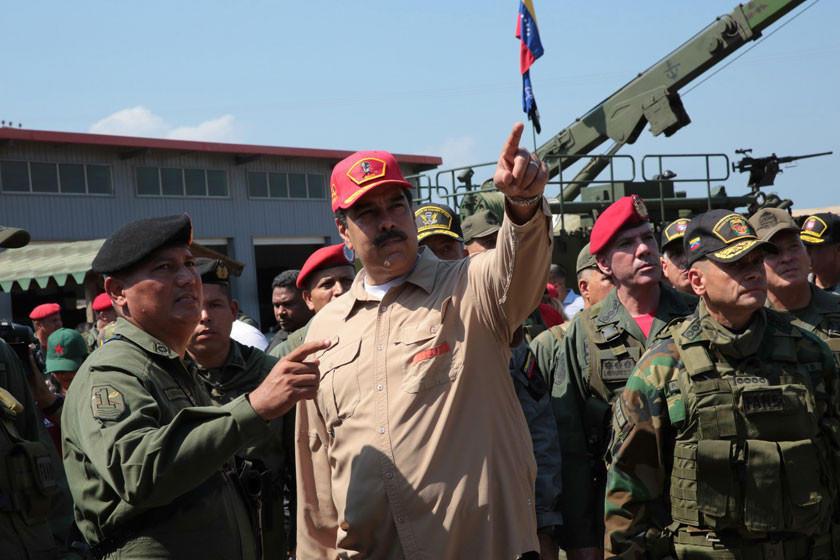 La oposición llama a militares a desobedecer a Nicolás Maduro