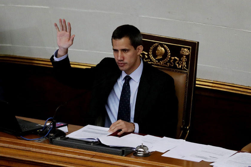 Fiscalía prohibe a Guaidó salir del país y congela sus cuentas
