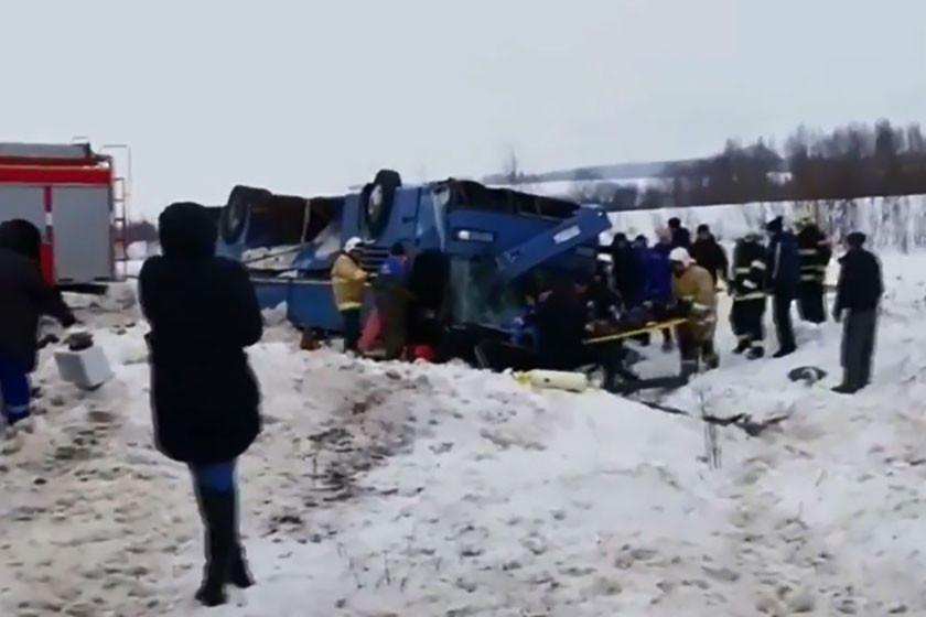 Vuelco de autobús con niños deja siete muertos en Rusia